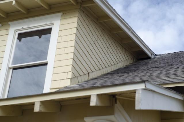 屋根のリフォームは専門業者へ
